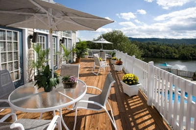 Luxury Lake Side apartments in Charlottesville