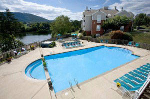 Luxury apartments in Charlottesville Virginia with Pool